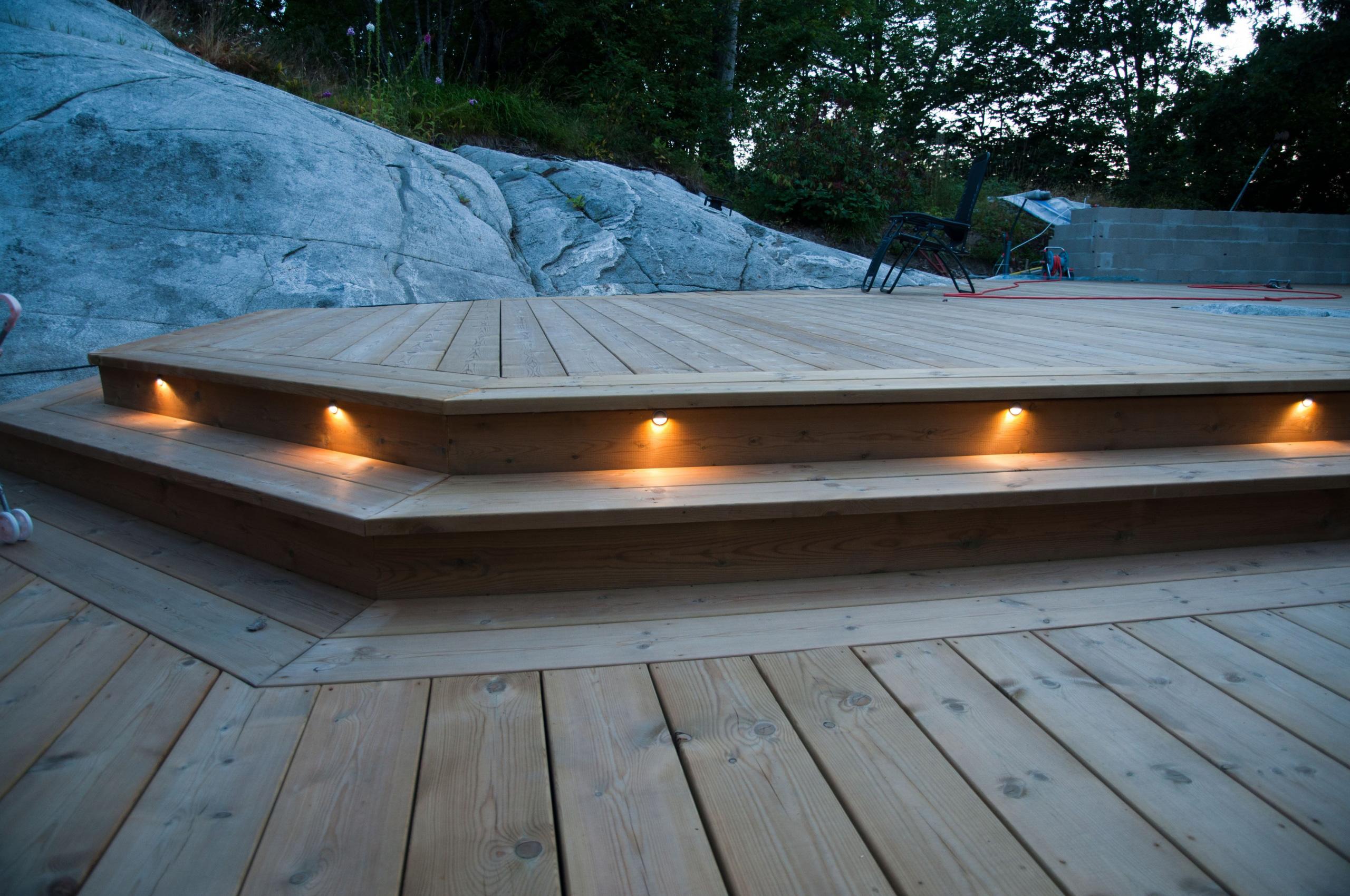 Belysning vid altanen   byggahus.se