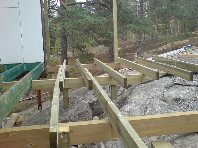 Plintar och grundläggning till altanen