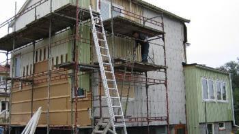 Vad kostar det att byta fasad och tilläggsisolera?