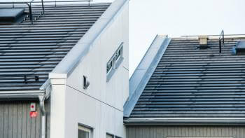 Tak med integrerade solceller i Sverige