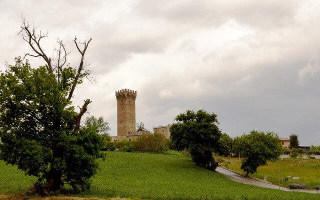 Ett fort med anor från 1200-talet i området Marche.