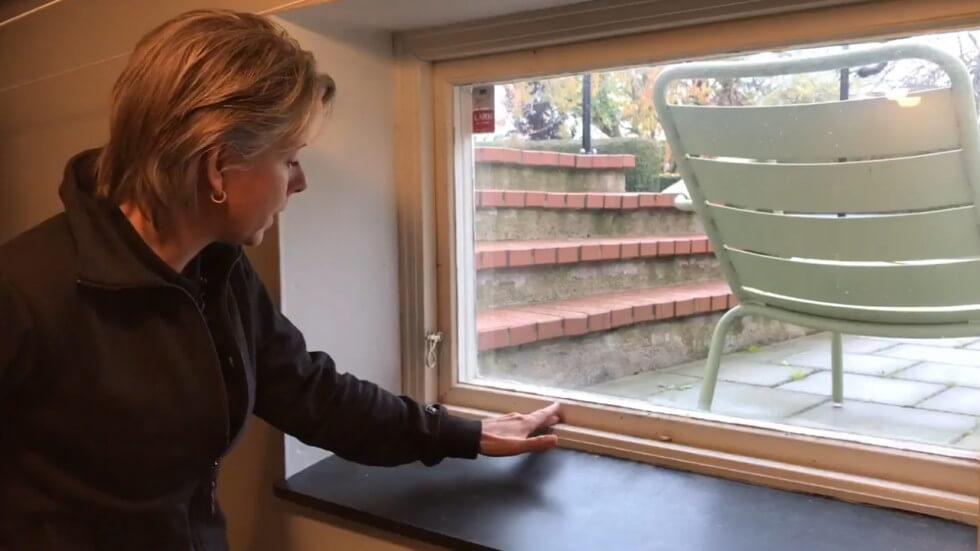 Mikrobiell påväxt i fönsterkarm