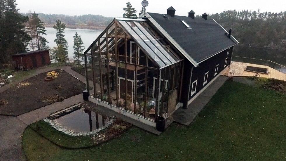 På taket ska solceller och termiska solfångare monteras.