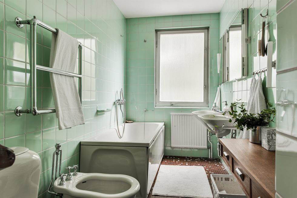 Pudergrönt badrum
