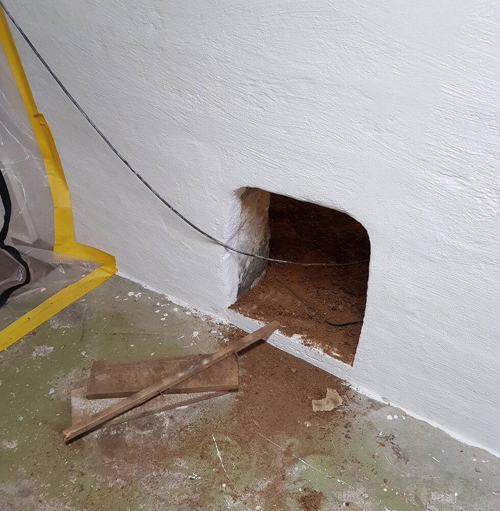 Hål i väggen