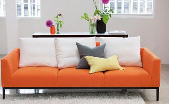 Orange soffa