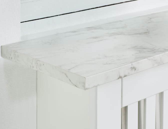 fönsterbänk av marmormönstrad folie