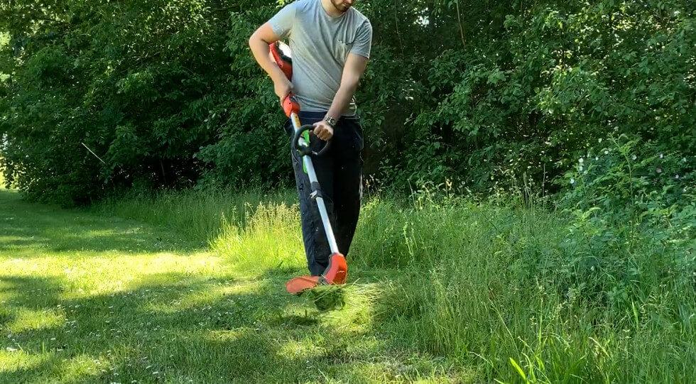 Husqvarna 115iL trimmar högt gräs