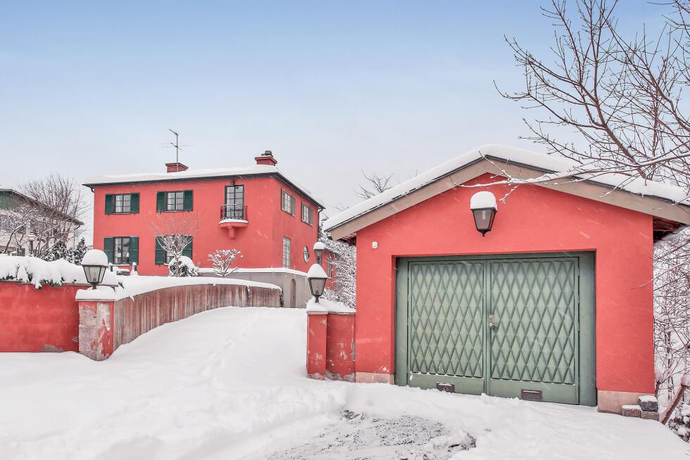 Garage i stil med huset