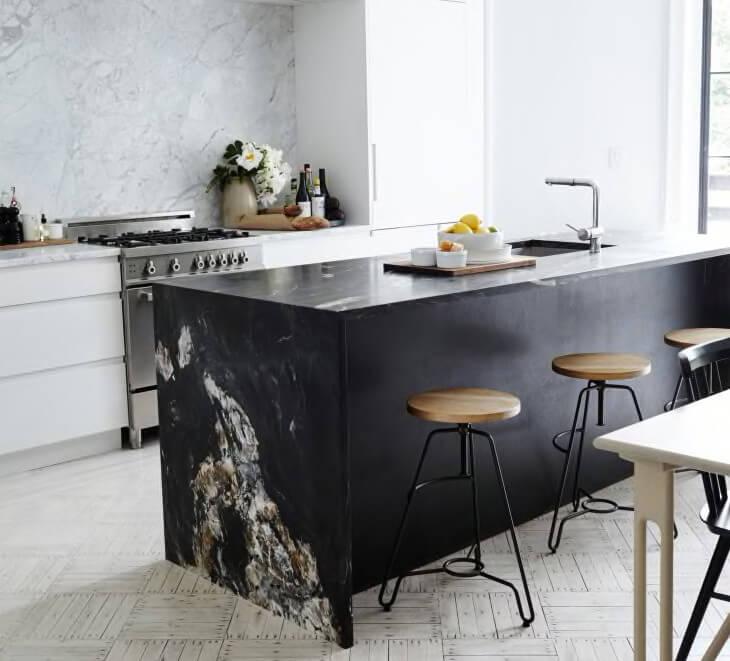 Köksö i svart marmor