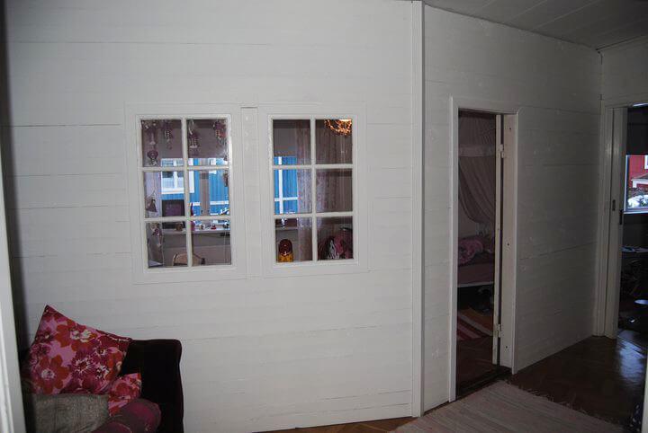 Mellanvägg med fönster