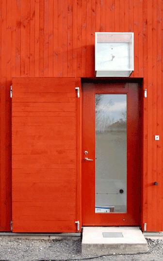 Ytterdörr i Falu röd