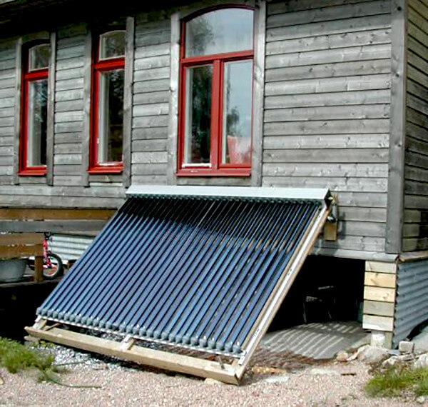 Solpaneler och ved används för att värma huset.