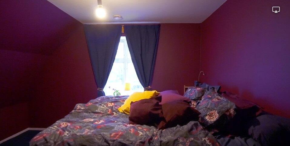 Sovrummet i purpur och blått