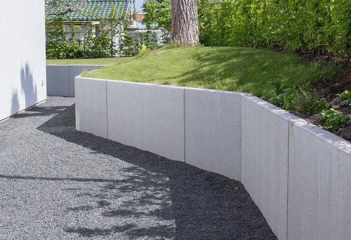 Stödmur av betongblock