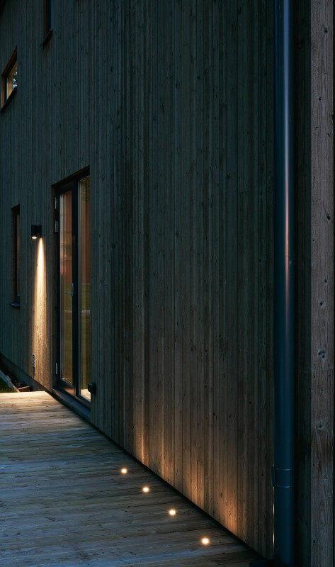 Trädäck med inälld belysning
