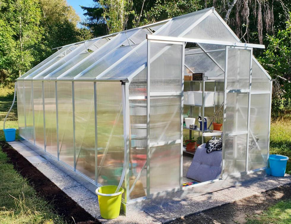 Växthus i kanalplast