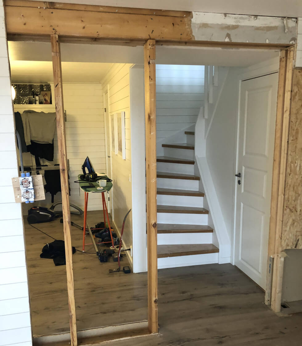 Riva vägg vid trappa
