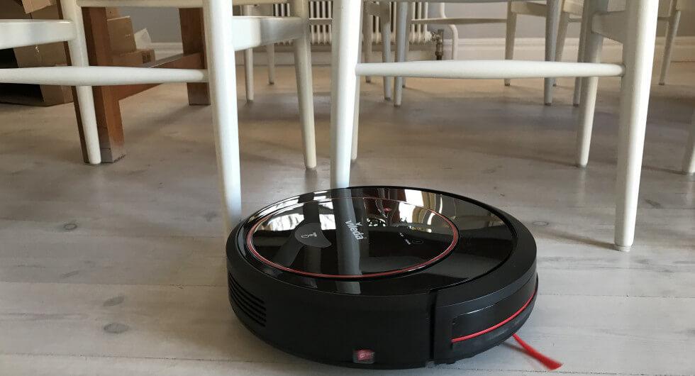 Vissa robotar klarar inte av att komma under bord.
