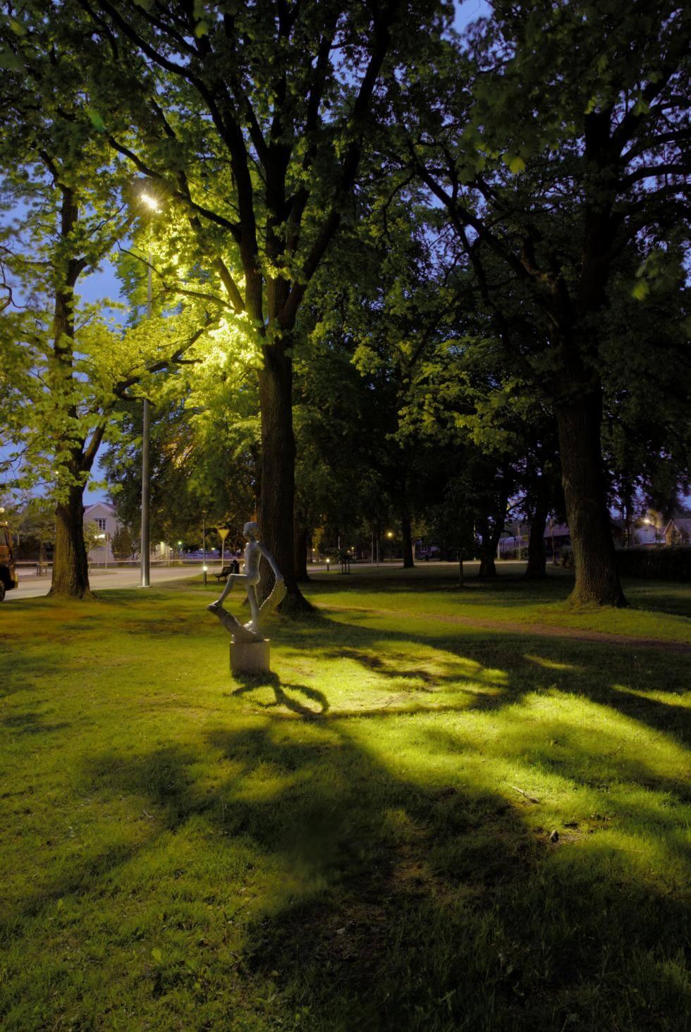 Attraktiva Så belyser du träd i trädgården – steg för steg | Byggahus.se QL-71