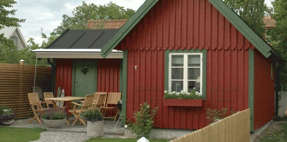 färg på ytterdörr till rött hus
