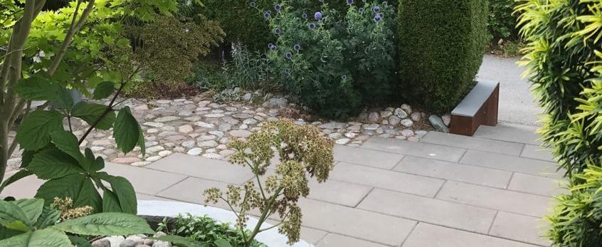 grus och sten i trädgården
